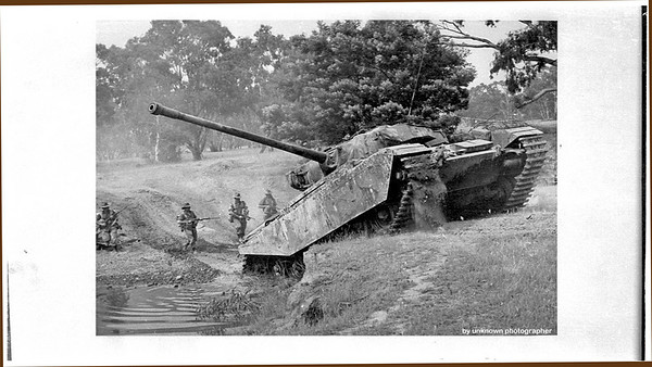 Mk-3 tank had no fume extractor on the gun barrel. Mk-5 did.